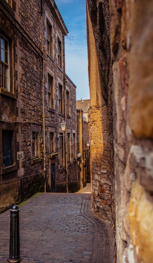 Gezellig ouderwetse steeg in Edinburgh royalty-vrije stock foto's