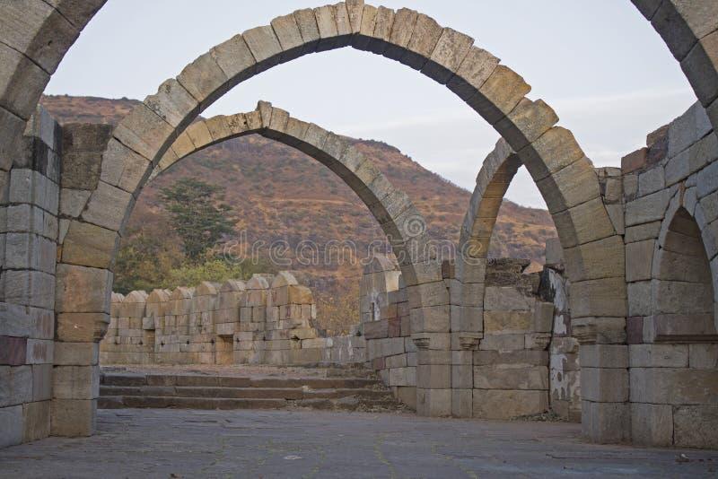 Gezeten Kaman Zeven het Archeologische Park van Bogenpavagadh stock fotografie