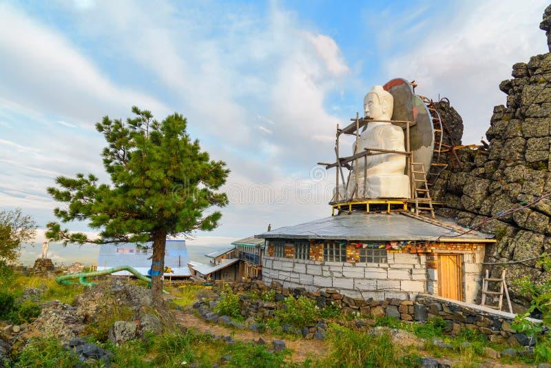 Gezette Boedha in Shad Tchup Ling Buddhist-klooster op berg Kachkanar Rusland stock fotografie