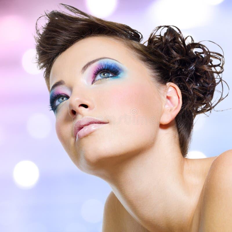 Gezicht met manier heldere roze make-up stock foto's