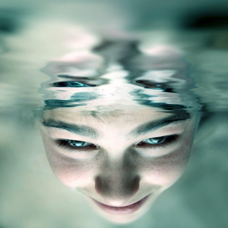 Gezicht onder water royalty-vrije stock fotografie