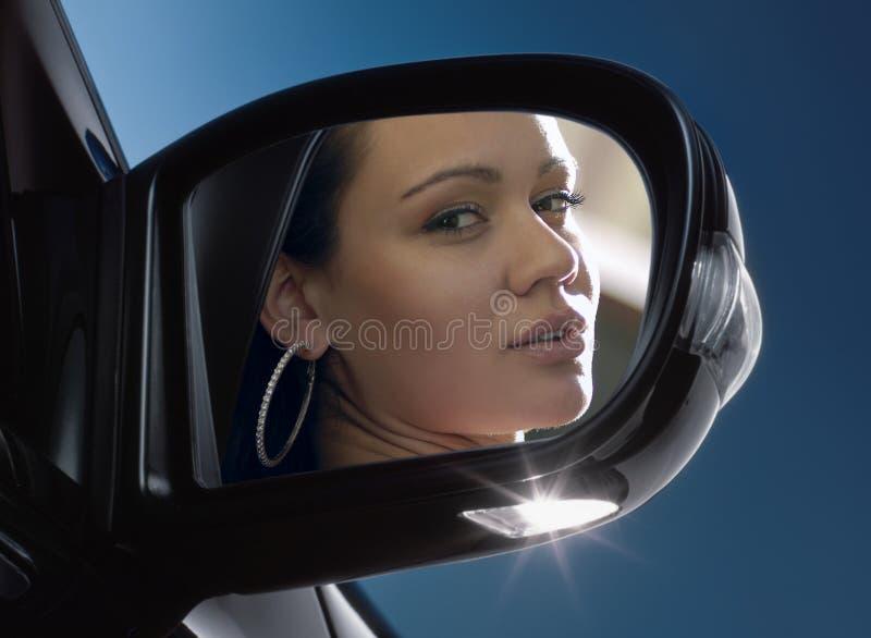 Gezicht in rear-view spiegel royalty-vrije stock foto's