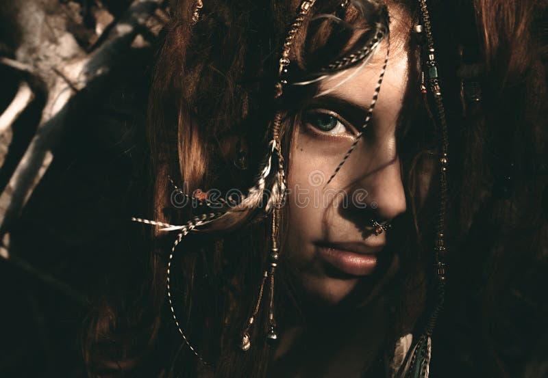 Gezicht van de silhouet het Modieuze Vrouw met Dreadlocks stock fotografie