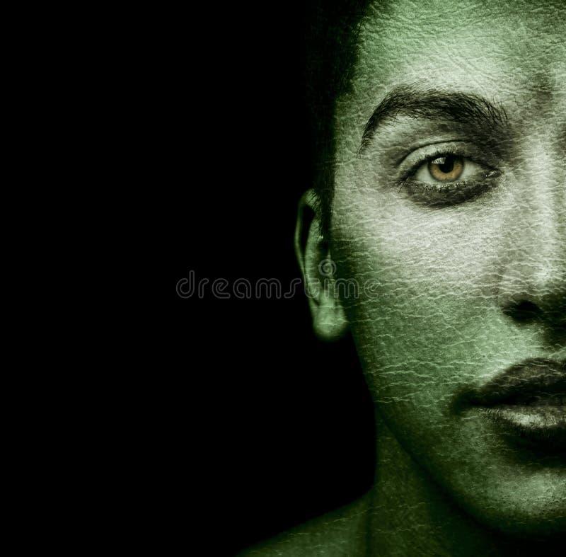 Gezicht van de vreemde mens met geweven huid stock foto