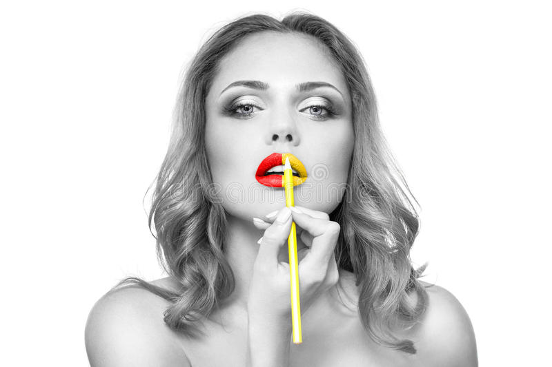 Gezicht van de vrouw met manier yelow&red lippenmake-up royalty-vrije stock afbeelding