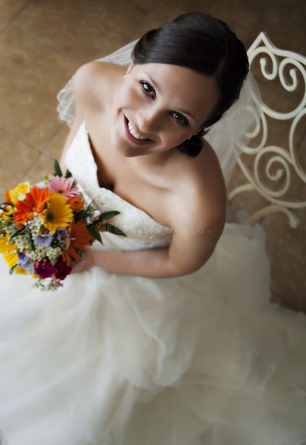 Gezicht van een gelukkige jonge bruid