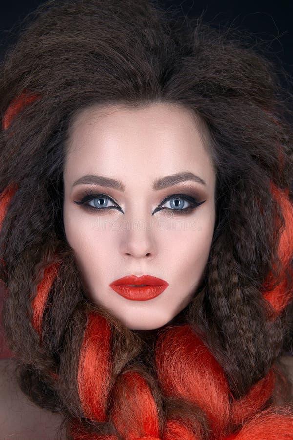 Gezicht van mooie jonge vrouw met rood haar stock foto's