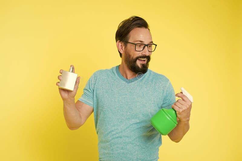 Gezichts zorg Mannelijke manier Gebaarde mens Rijpe hipster met baard Brutale Kaukasische hipster met snor Householding stock foto's