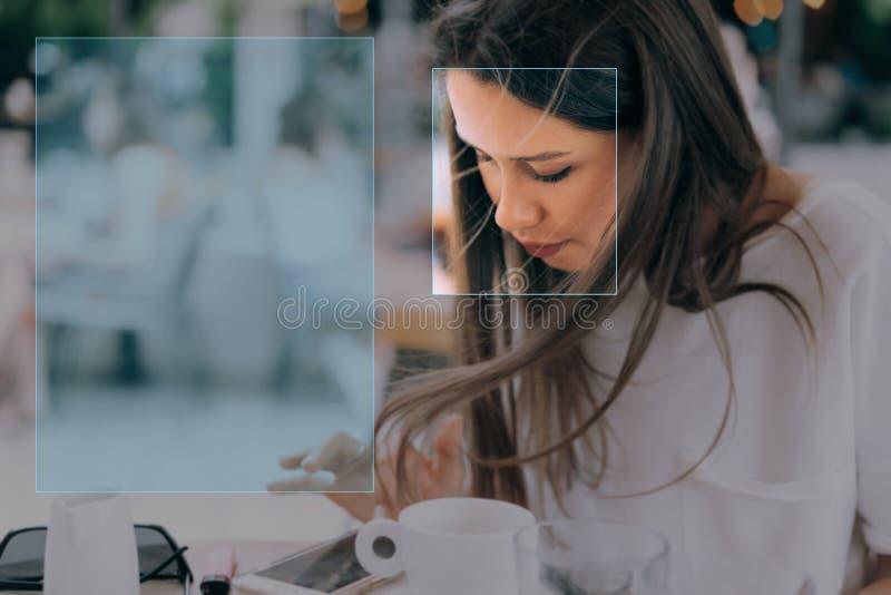 Gezichtserkenning in fotografie die kunstmatige intelligentie gebruiken stock afbeelding