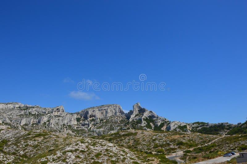 Gezoem op de bergen rond Marseille royalty-vrije stock afbeelding