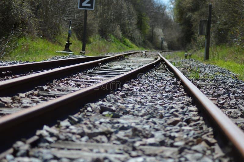 Gezoem op een spoorweg van Frankrijk stock foto