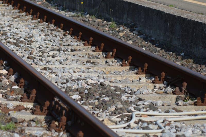 Gezoem op een spoorweg van Frankrijk, zuiden van Frankrijk royalty-vrije stock afbeeldingen