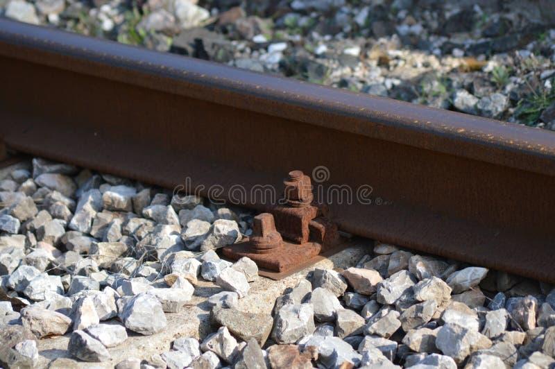 Gezoem op een spoorweg van Frankrijk, zuiden van Frankrijk stock afbeelding