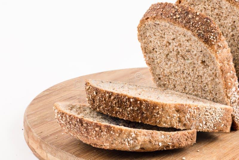 Gezond chronodiebrood over witte achtergrond wordt geïsoleerd stock afbeeldingen
