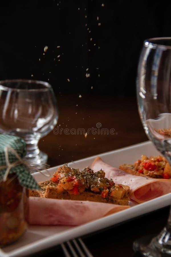 Gezond Diner met wat wijn en orego royalty-vrije stock foto