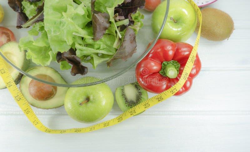 gezond eigengemaakt veganistvoedsel, vegetarisch dieet, vitaminesnack, voedsel en gezondheidsconcept royalty-vrije stock foto's