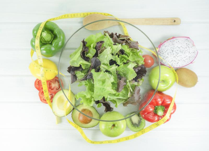 gezond eigengemaakt veganistvoedsel, vegetarisch dieet, vitaminesnack, voedsel en gezondheidsconcept stock afbeeldingen