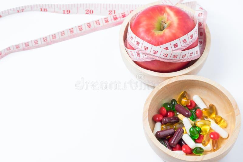 Gezond en schoonheid met fruit, oefening en geneeskunde royalty-vrije stock afbeeldingen
