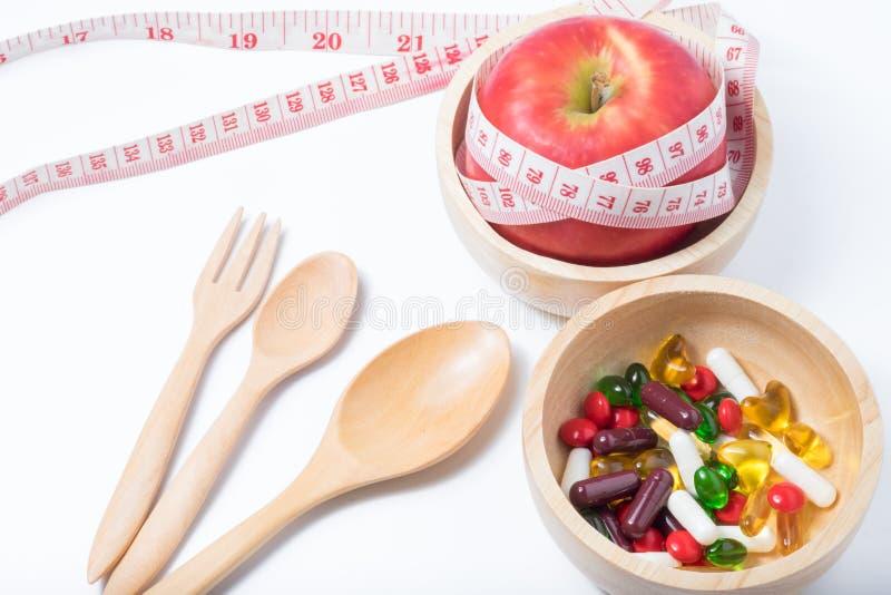 Gezond en schoonheid met fruit, oefening en geneeskunde royalty-vrije stock foto's