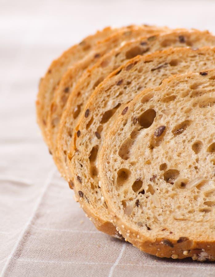 Download Gezond Geheel Korrel Gesneden Brood Met Zonnebloemzaden Op Bruin N Stock Afbeelding - Afbeelding bestaande uit maaltijd, bloem: 29510869