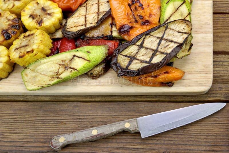 Gezond Geroosterd Voedsel BBQ Groentenassortiment op de Raad royalty-vrije stock afbeelding