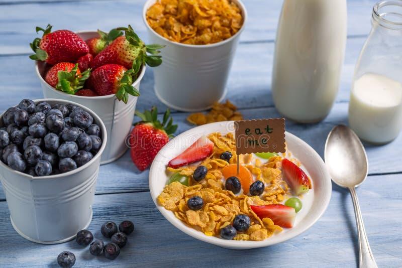Gezond ontbijt klaar te eten stock afbeelding