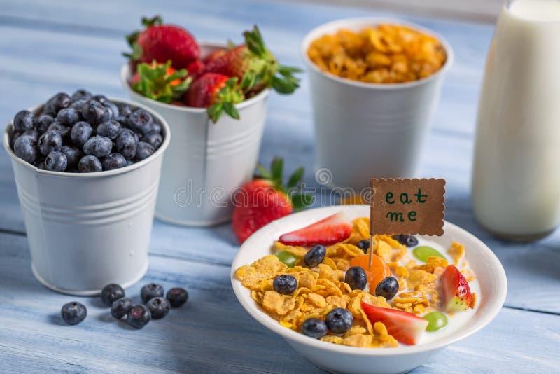 Gezond ontbijt klaar te eten stock foto