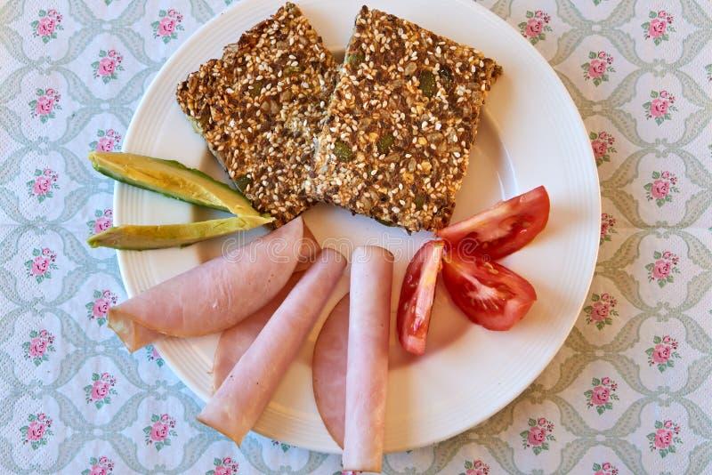 Gezond ontbijt met knäckebrood royalty-vrije stock fotografie
