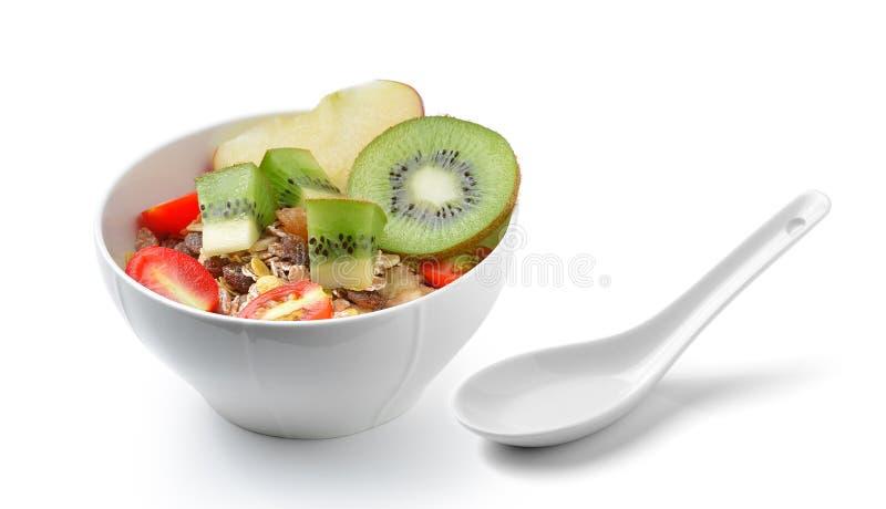 Gezond ontbijt met muesli op witte achtergrond stock foto's