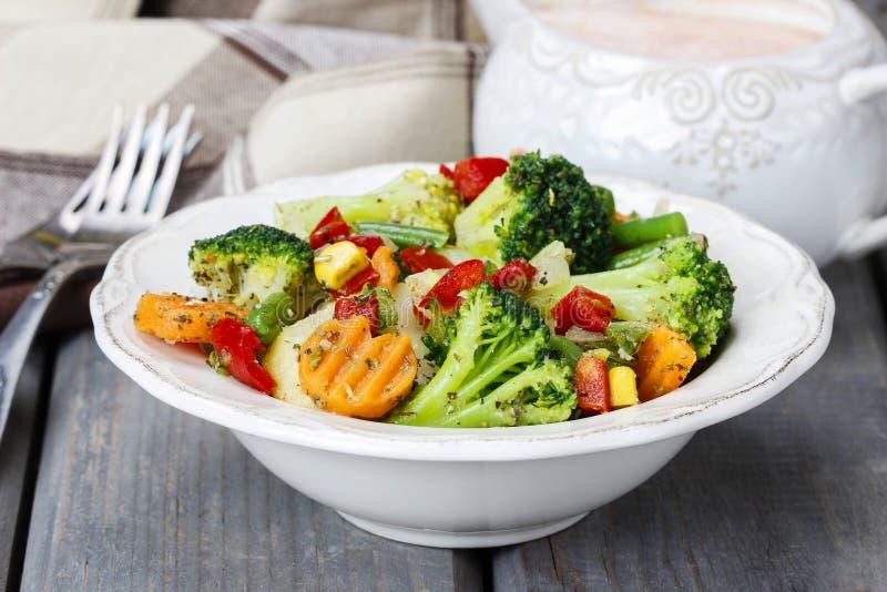 Gezond ontbijt: plantaardige salade stock foto's