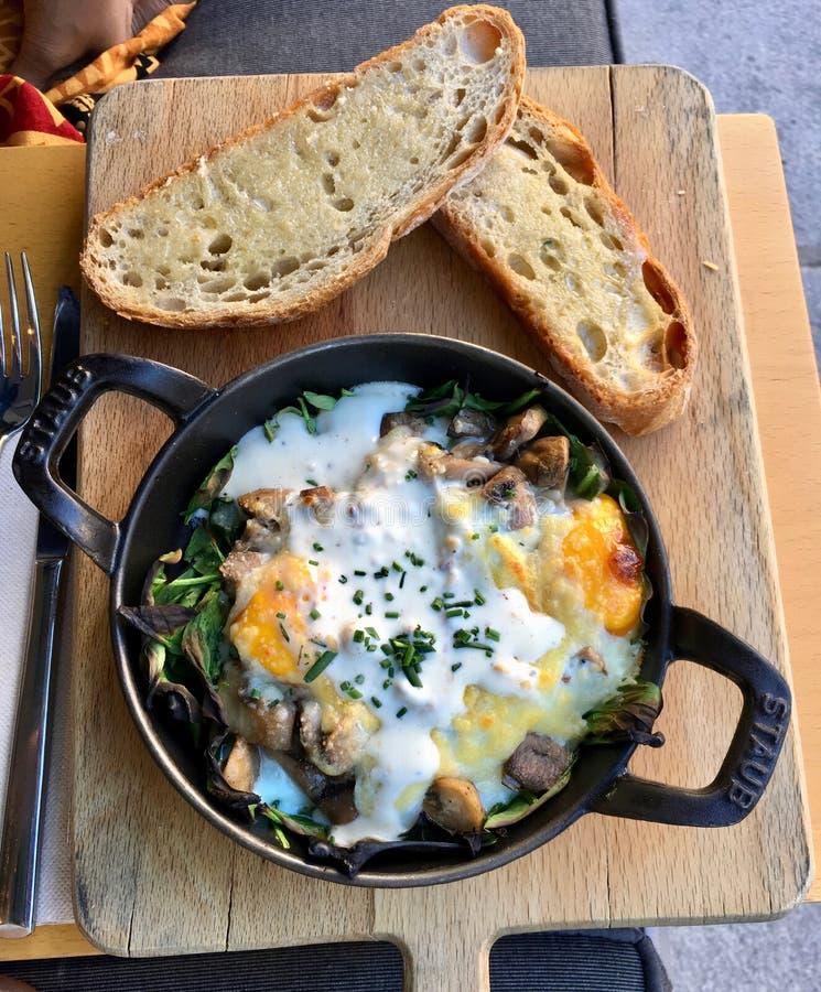 Gezond Ontbijt van Eieren en Toost royalty-vrije stock afbeeldingen