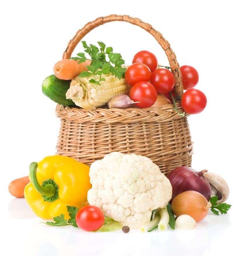 Gezond plantaardig voedsel op wit stock afbeelding