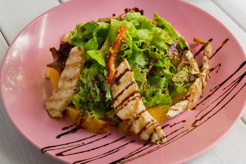 Gezond restaurantvoedsel, de saladeclose-up van Turkije stock foto