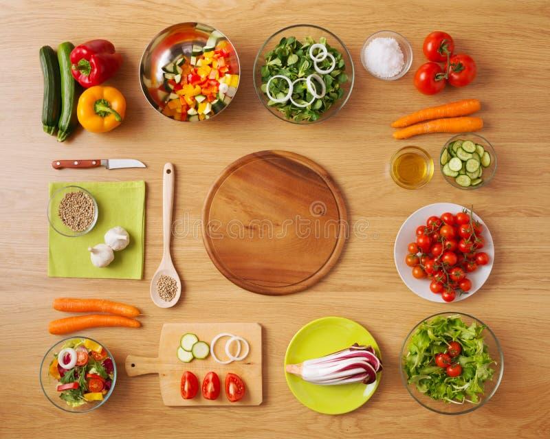Gezond vegetarisch huis gemaakt tot voedsel stock afbeelding