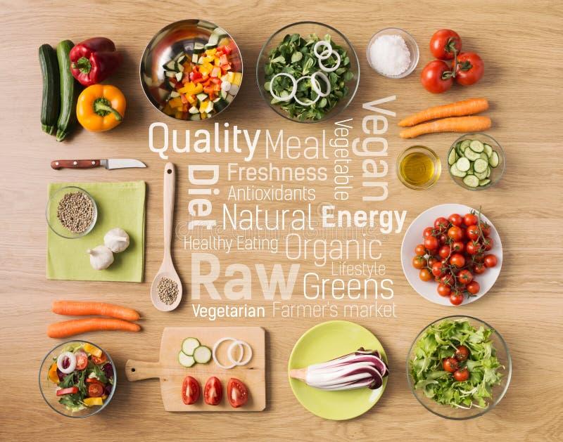 Gezond vegetarisch huis gemaakt tot voedsel royalty-vrije stock foto's