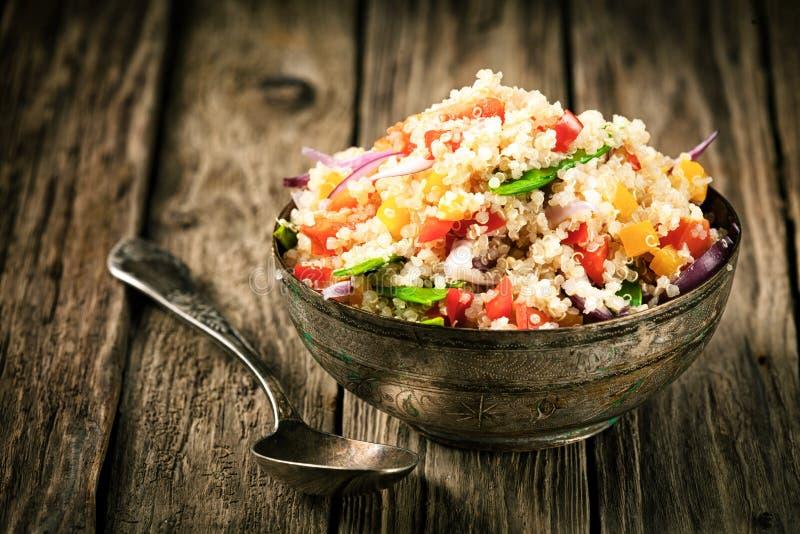 Gezond vegetarisch quinoa recept royalty-vrije stock afbeeldingen