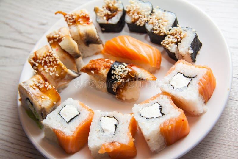 Gezond voedingsvoedsel: maki stock foto's