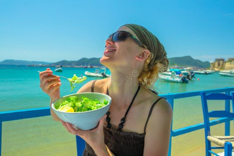 Gezond voedsel in de zomervakantie royalty-vrije stock afbeeldingen