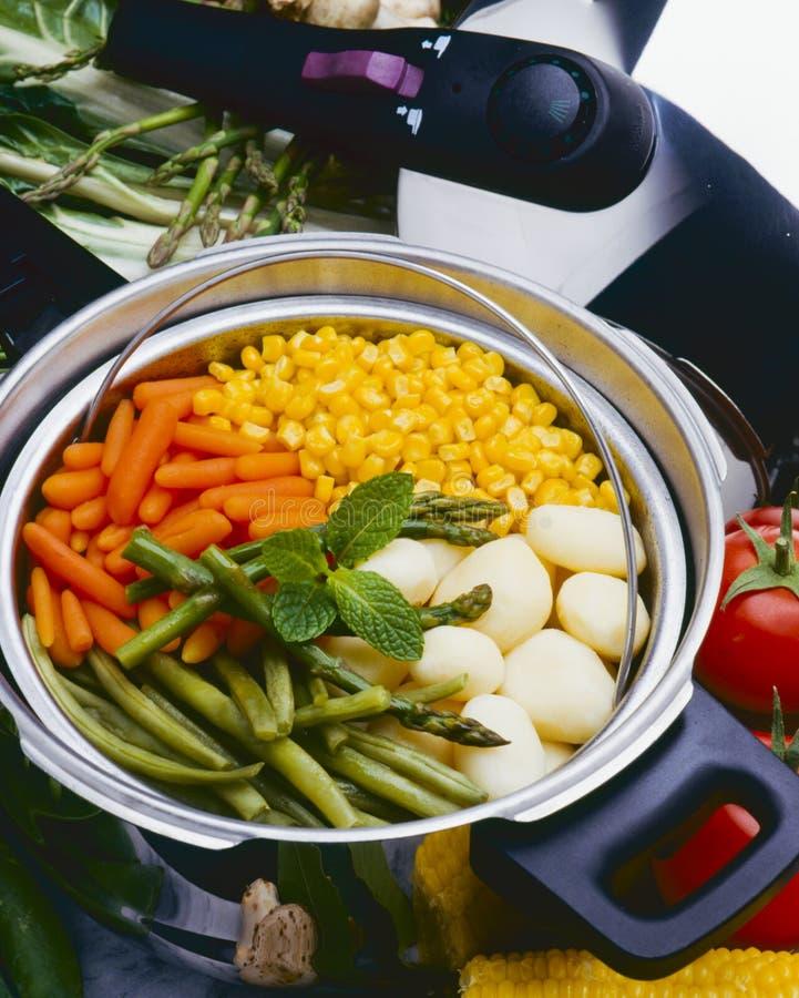 Gezond voedsel Gestoomde groenten stock foto