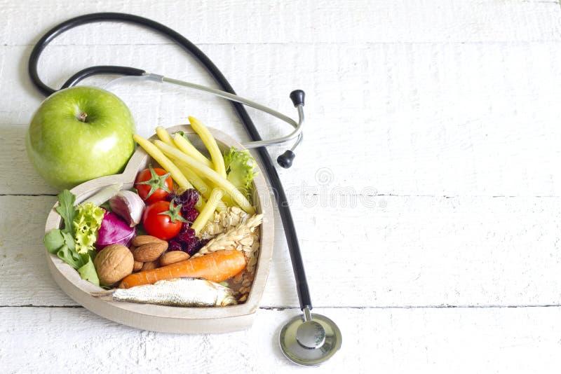 Gezond voedsel in het abstracte concept van het hartdieet royalty-vrije stock fotografie