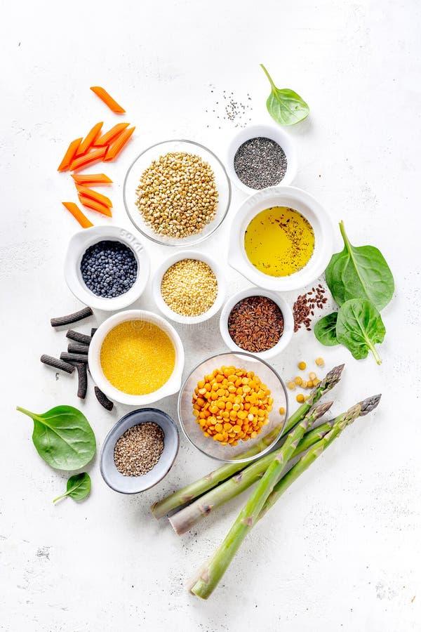 Gezond voedselconcept met gezonde ingrediënten stock afbeelding