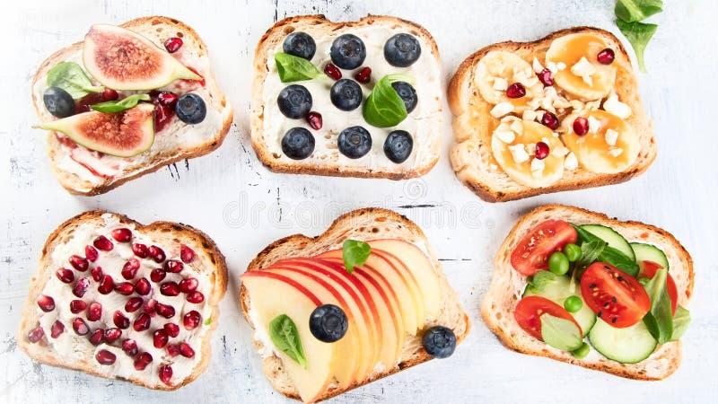Gezonde de zomertoosts voor ontbijt stock afbeelding