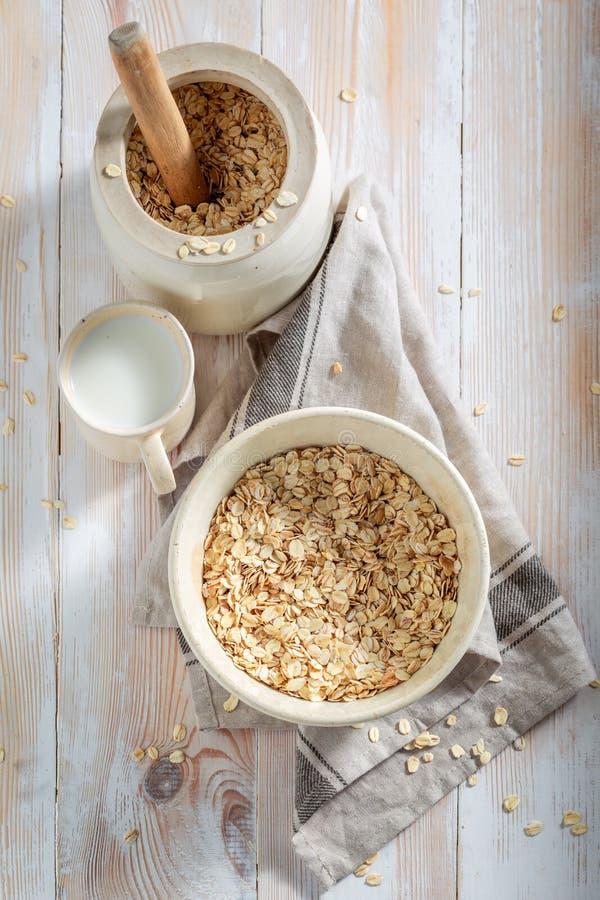 Gezonde granola met verse vruchten voor ontbijt stock fotografie
