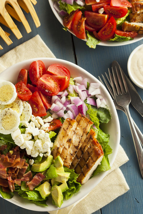 Gezonde Hartelijke Cobb-Salade stock foto