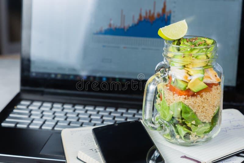 Gezonde lunch in glaskruik royalty-vrije stock foto