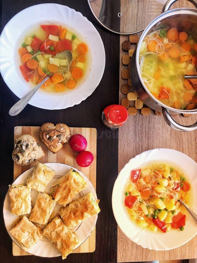Gezonde lunch met groenten stock afbeeldingen