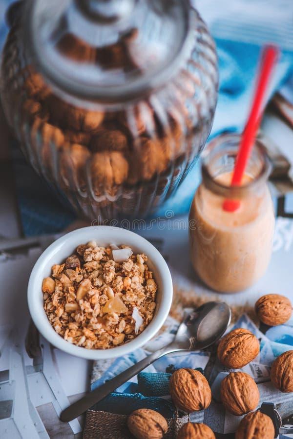 gezonde maaltijd met noten royalty-vrije stock foto's