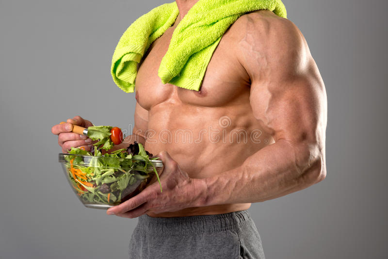 Gezonde mens die een salade eten royalty-vrije stock foto's
