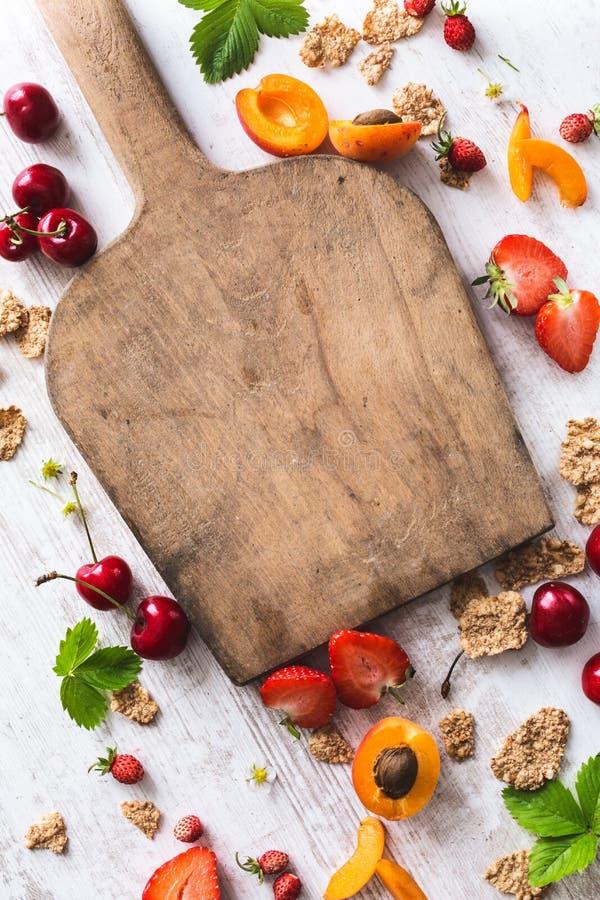 Gezonde Ontbijtachtergrond met Keukenraad royalty-vrije stock afbeelding