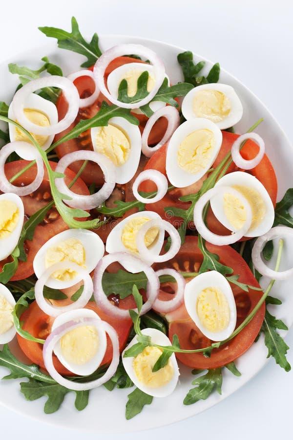 Gezonde salade met eieren stock foto